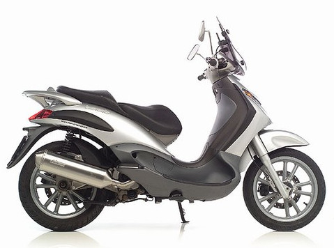 Piaggio Beverly 125 - Road Runner Scooter Rent