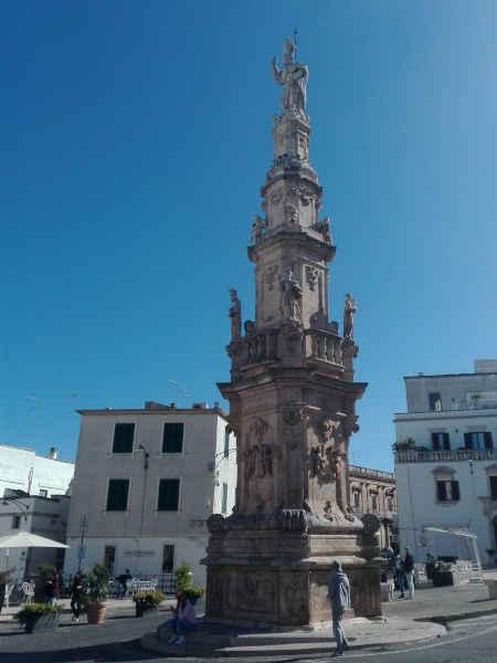 Obelisco di Sant'Oronzo - Ostuni - Road Runner Scooter Rent