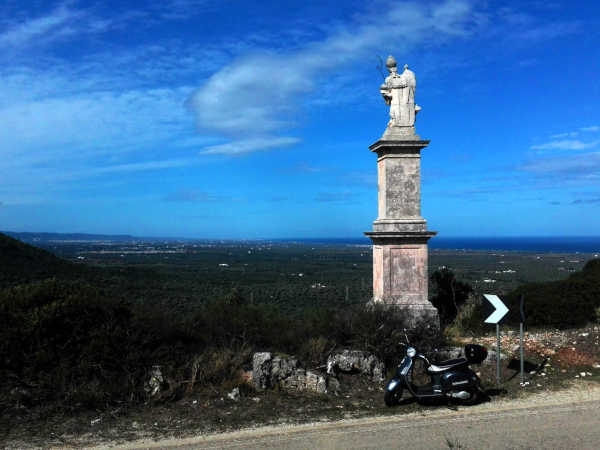 Statua Santuario di Sant'Oronzo - Ostuni - Road Runner Scooter Rent